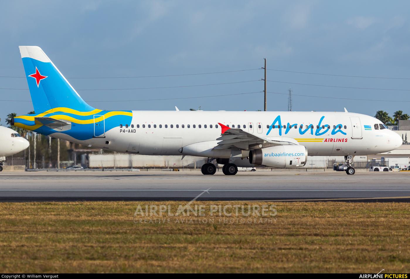 Aruba Airlines P4-AAD aircraft at Miami Intl