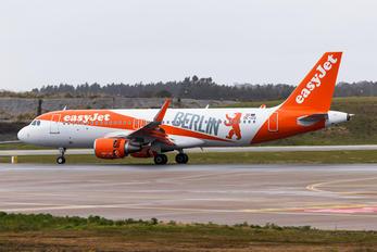 OE-IZQ - easyJet Europe Airbus A320