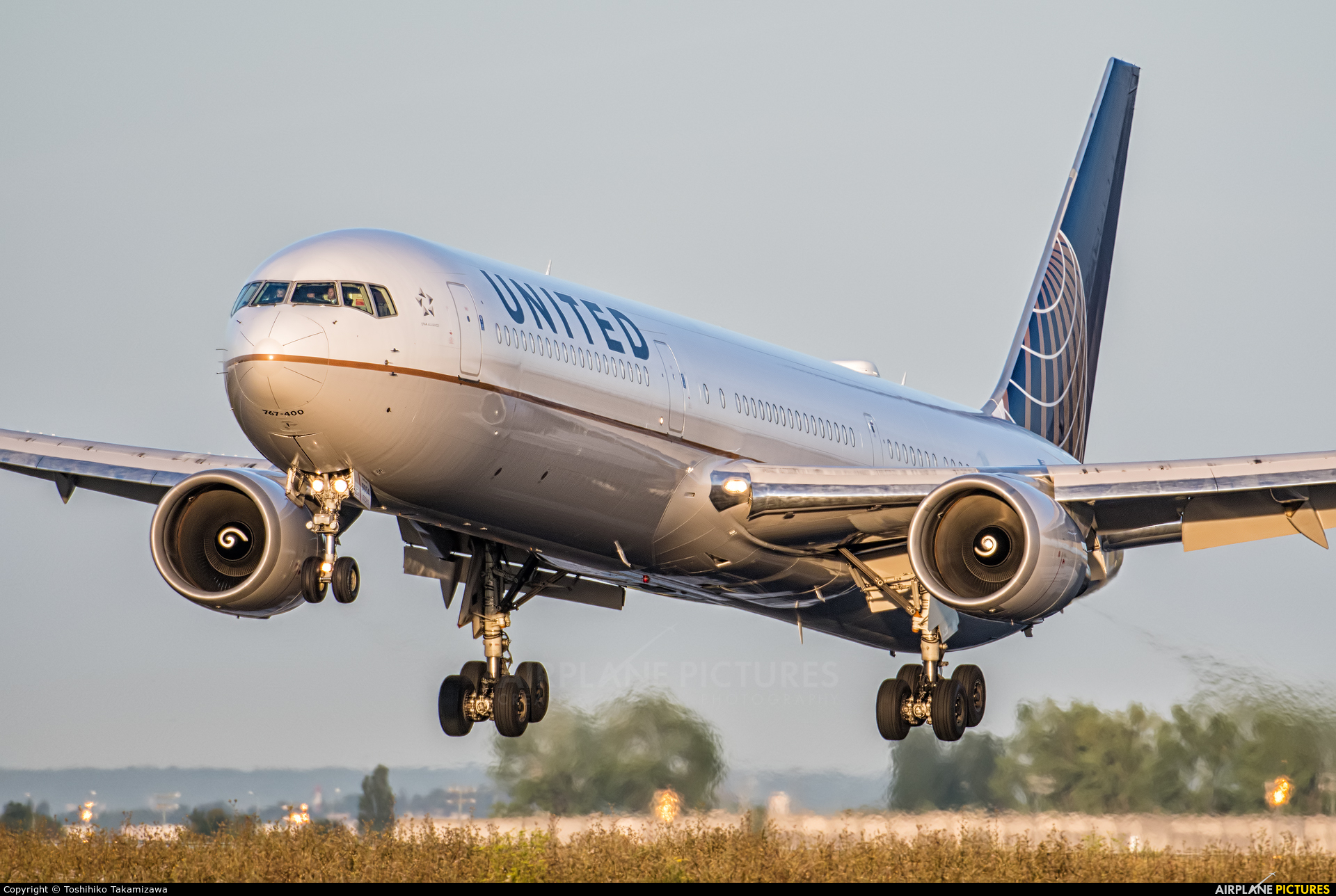 United Airlines N76054 aircraft at Paris - Charles de Gaulle