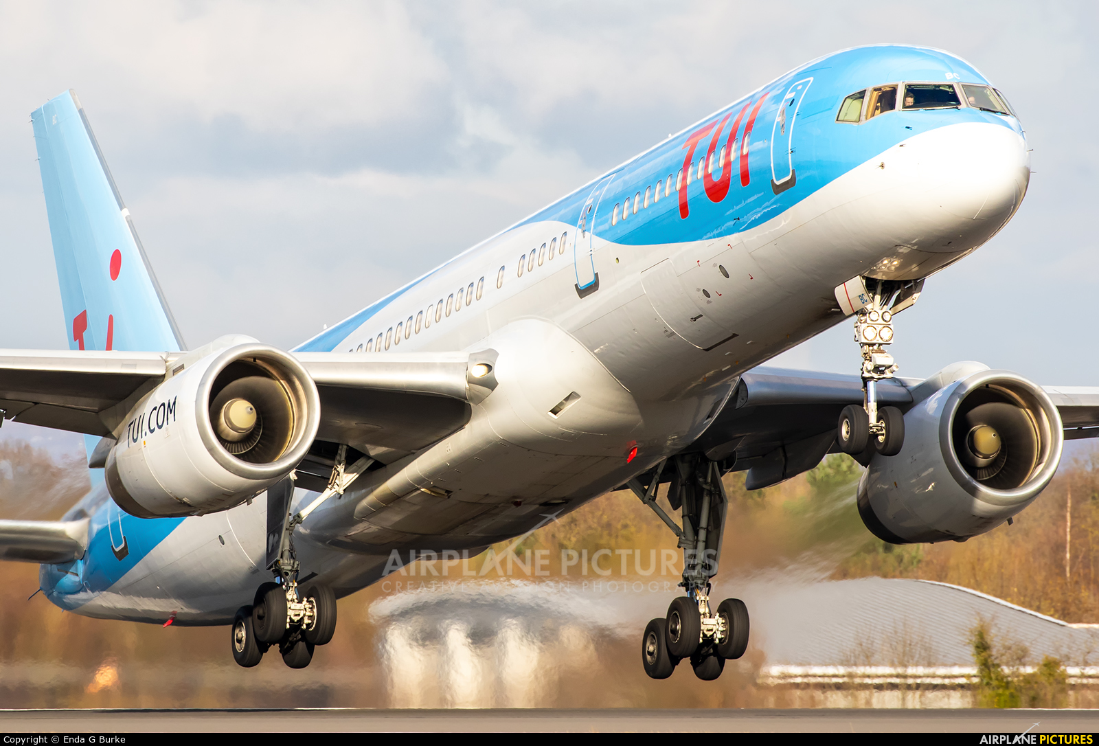 TUI Airways G-OOBC aircraft at Manchester