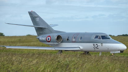 32 - France - Navy Dassault Falcon 10MER
