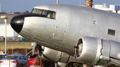 N19915 - Private Douglas DC-3
