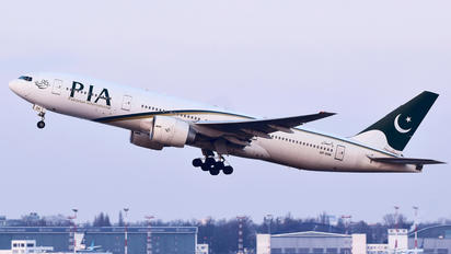 AP-BGK - PIA - Pakistan International Airlines Boeing 777-200ER