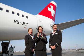 HB-JLT - - Aviation Glamour - Aviation Glamour - Flight Attendant