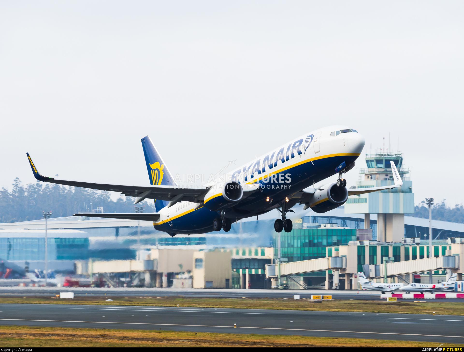 Ryanair EI-FEF aircraft at Santiago de Compostela