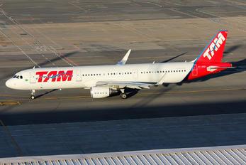 PT-XPQ - TAM Airbus A321