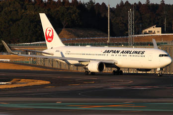 JA619J - JAL - Japan Airlines Boeing 767-300ER