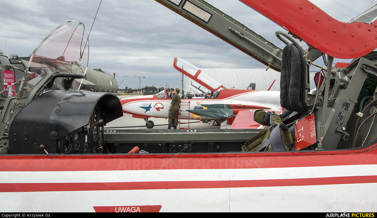 Poland - Air Force: White & Red Iskras 3H-1708 aircraft at Dęblin - Museum of Polish Air Force