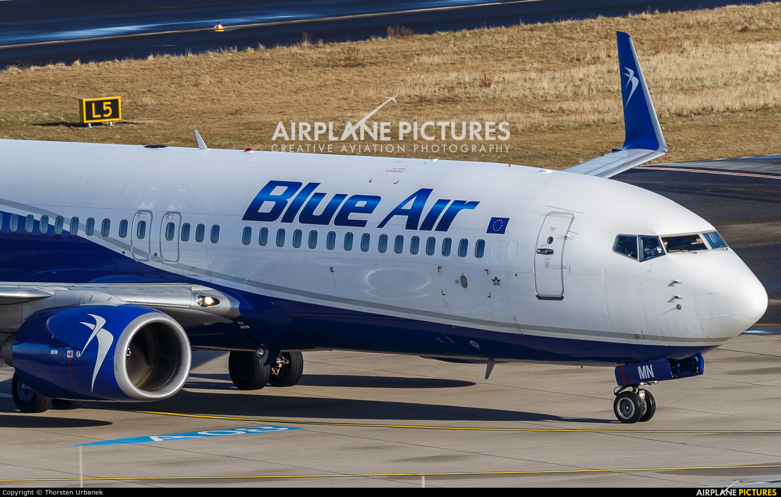 Blue Air YR-BMN aircraft at Düsseldorf