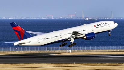 N865DA - Delta Air Lines Boeing 777-200ER