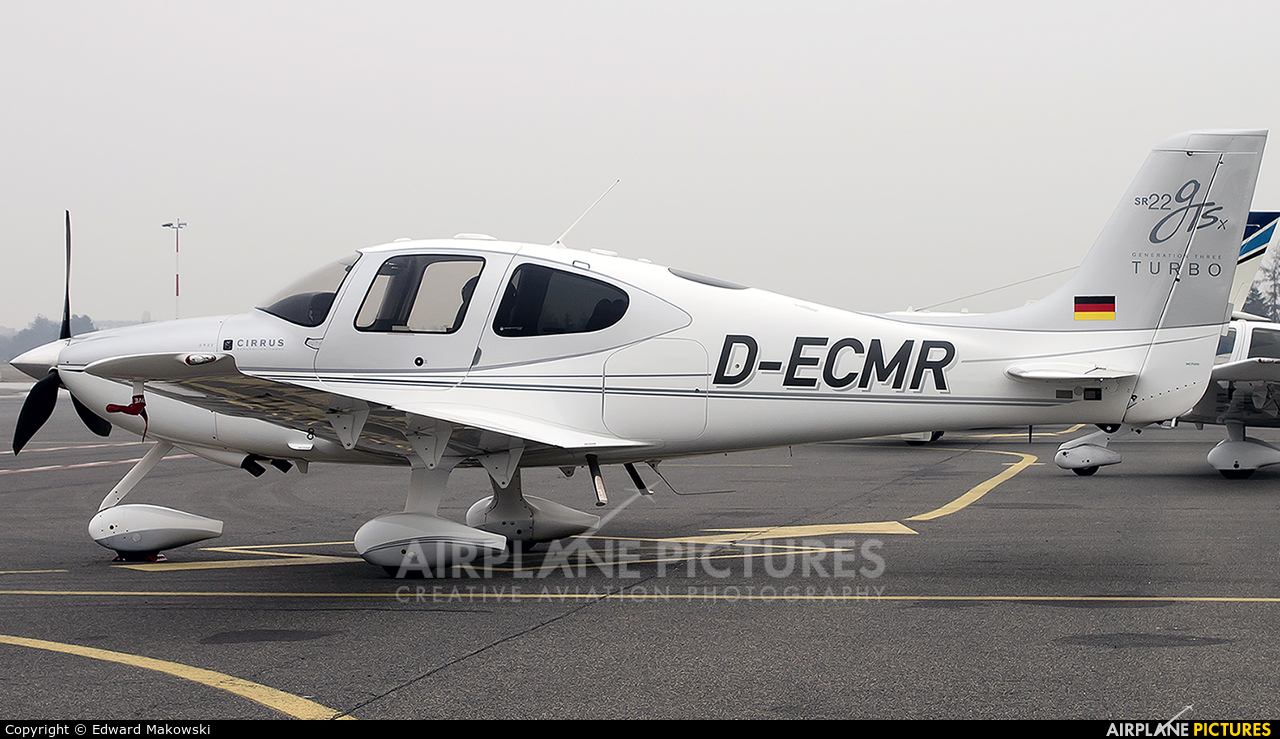 Private D-ECMR aircraft at Poznań - Ławica