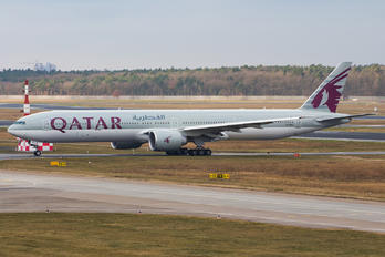 A7-BEJ - Qatar Airways Boeing 777-31H(ER)