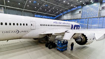- - LOT - Polish Airlines - Airport Overview - Hangar aircraft