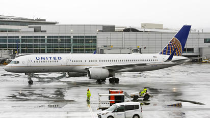N67134 - United Airlines Boeing 757-200