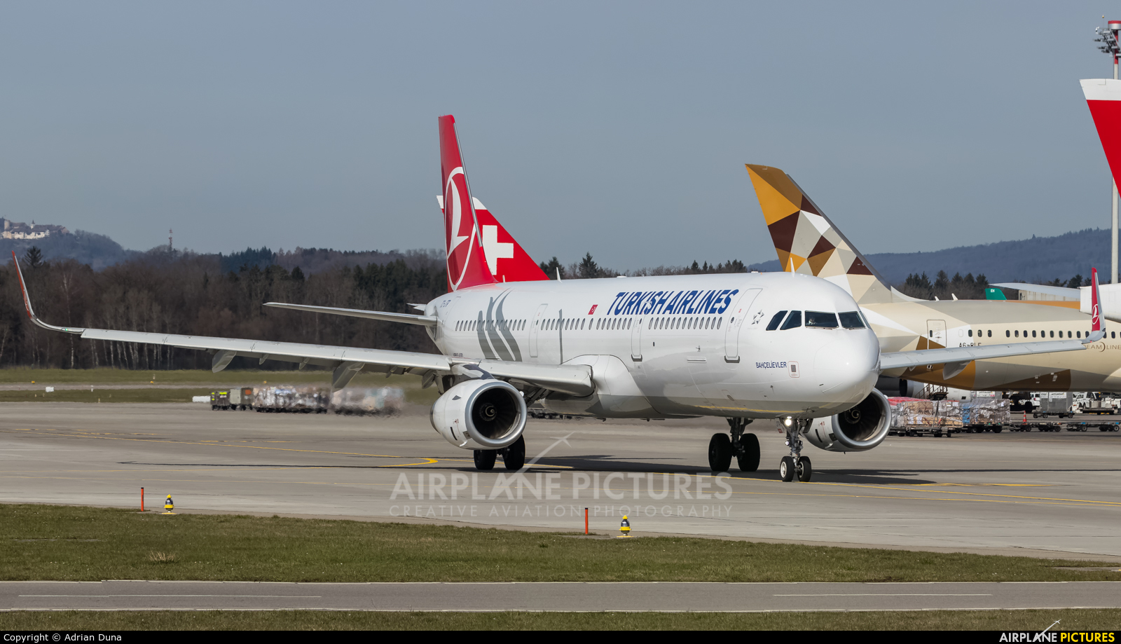 Turkish Airlines TC-JRT aircraft at Zurich