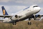 D-AIZE - Lufthansa Airbus A320 aircraft