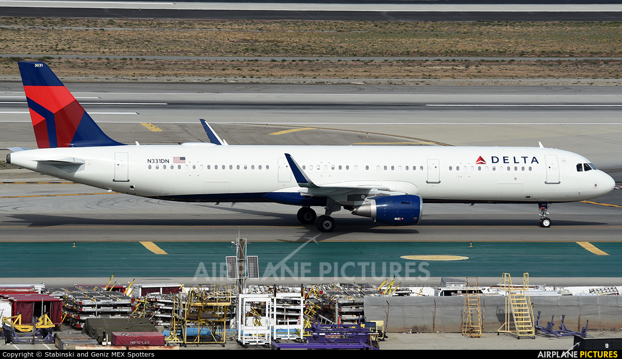 Delta Air Lines N331DN aircraft at Los Angeles Intl