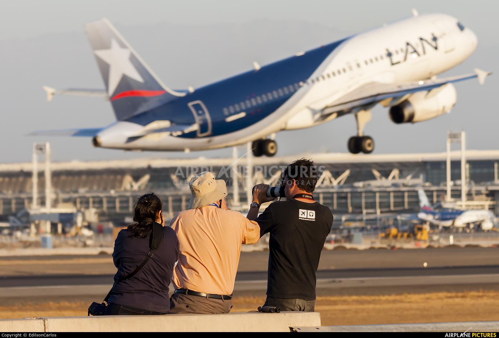 - Airport Overview - aircraft at Santiago de Chile - Arturo Merino Benítez Intl