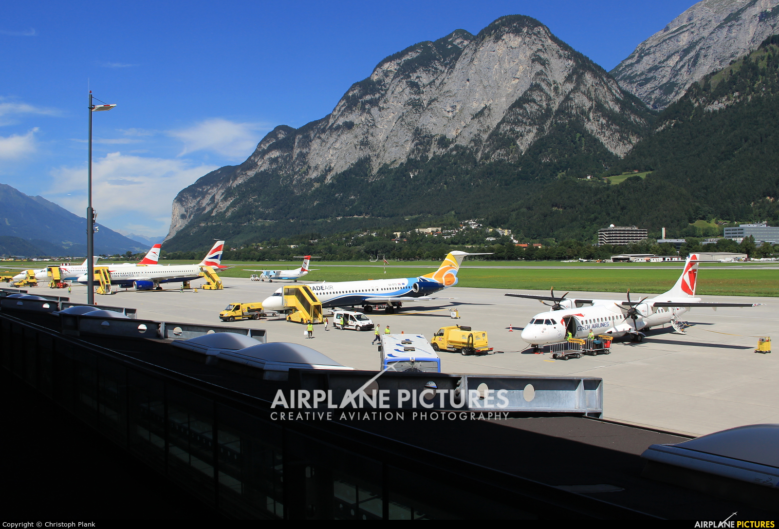 - Airport Overview - aircraft at Innsbruck