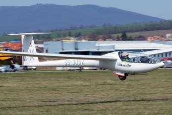 S5-3052 - Aeroklub Celje - Airport Overview - People, Pilot