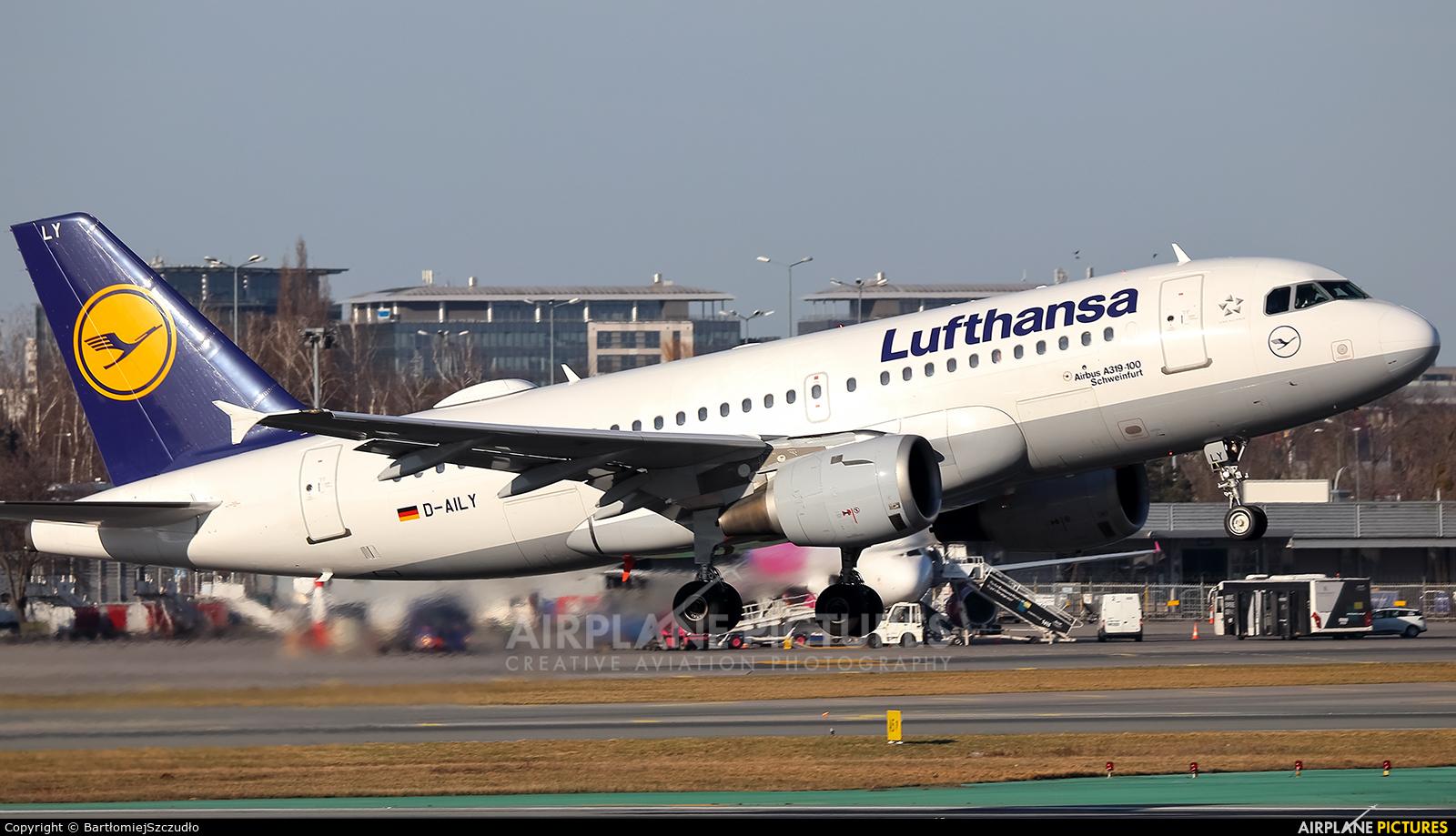 Lufthansa D-AILY aircraft at Warsaw - Frederic Chopin