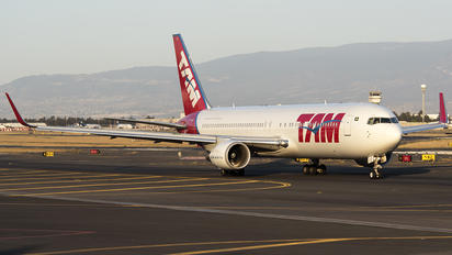 PT-MOE - TAM Boeing 767-300ER