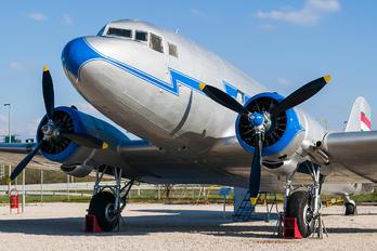 HA-LIQ - Malev Lisunov Li-2