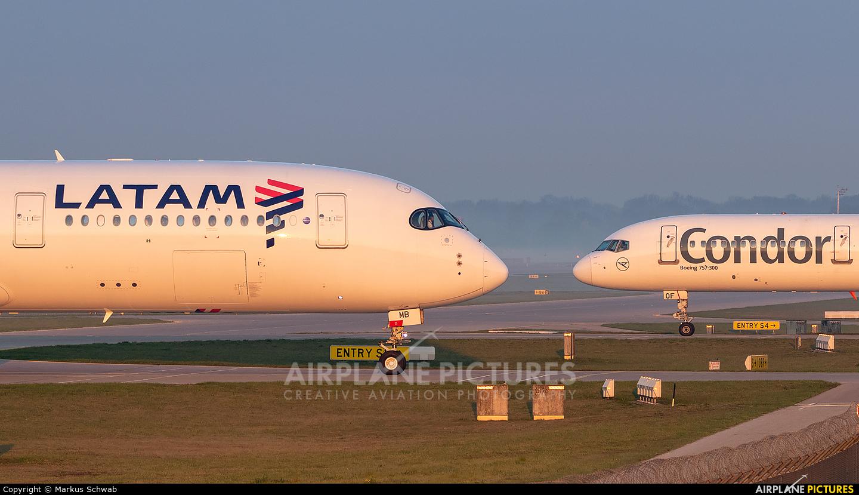 Qatar Airways A7-AMB aircraft at Munich