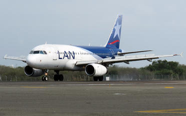 CC-COZ - LAN Airlines Airbus A319