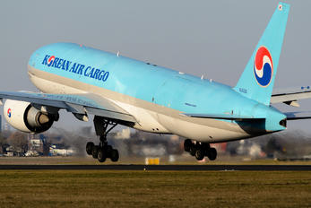 HL8226 - Korean Air Cargo Boeing 777F