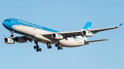 LV-CSX - Aerolineas Argentinas Airbus A340-300