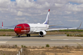 LN-NGF - Norwegian Air Shuttle Boeing 737-800
