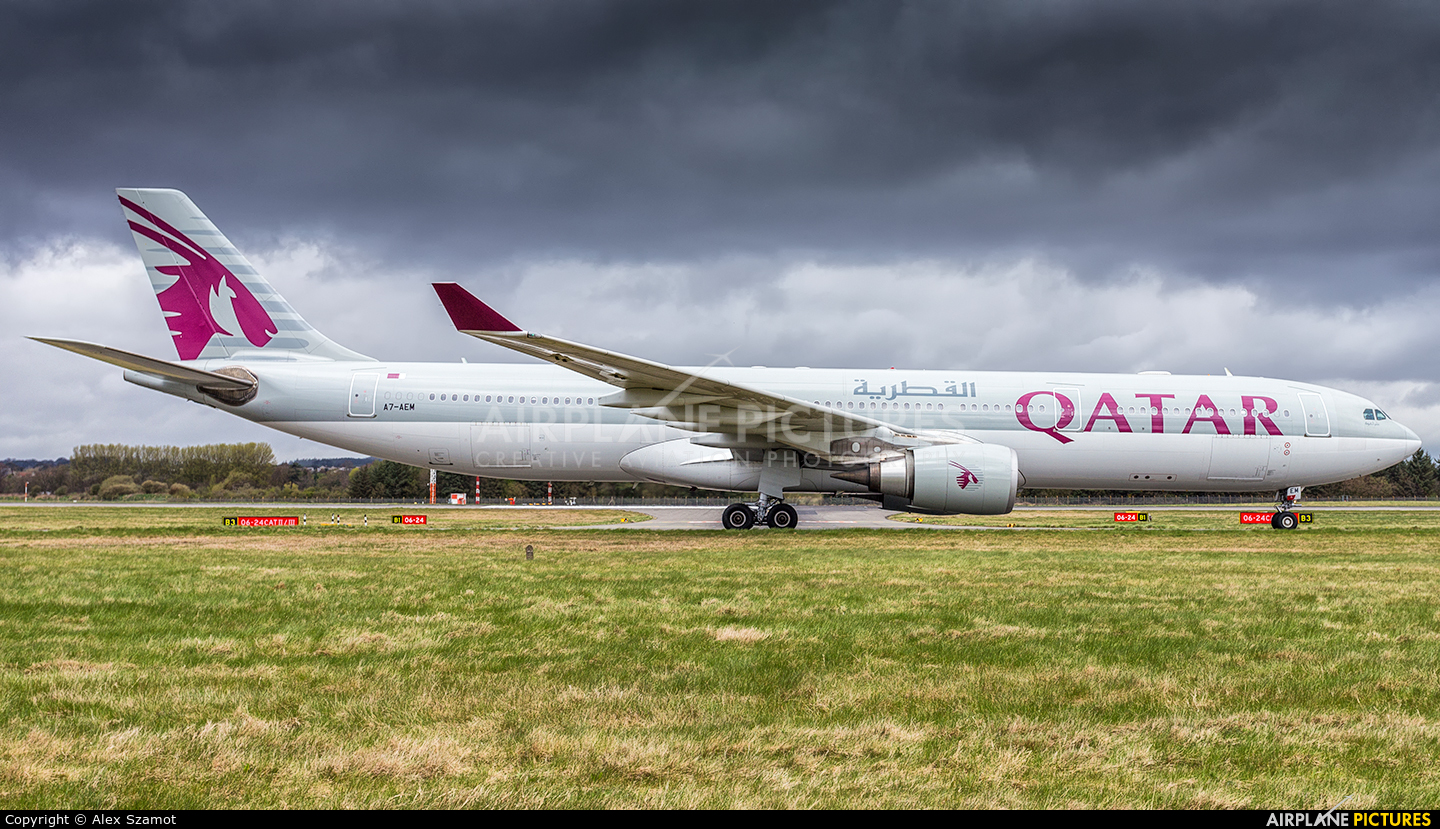Qatar Airways A7-AEM aircraft at Edinburgh