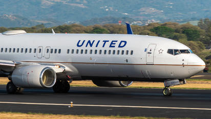 N54241 - United Airlines Boeing 737-800