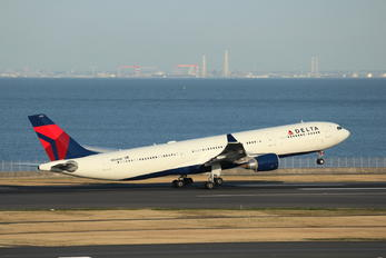 N826NW - Delta Air Lines Airbus A330-300