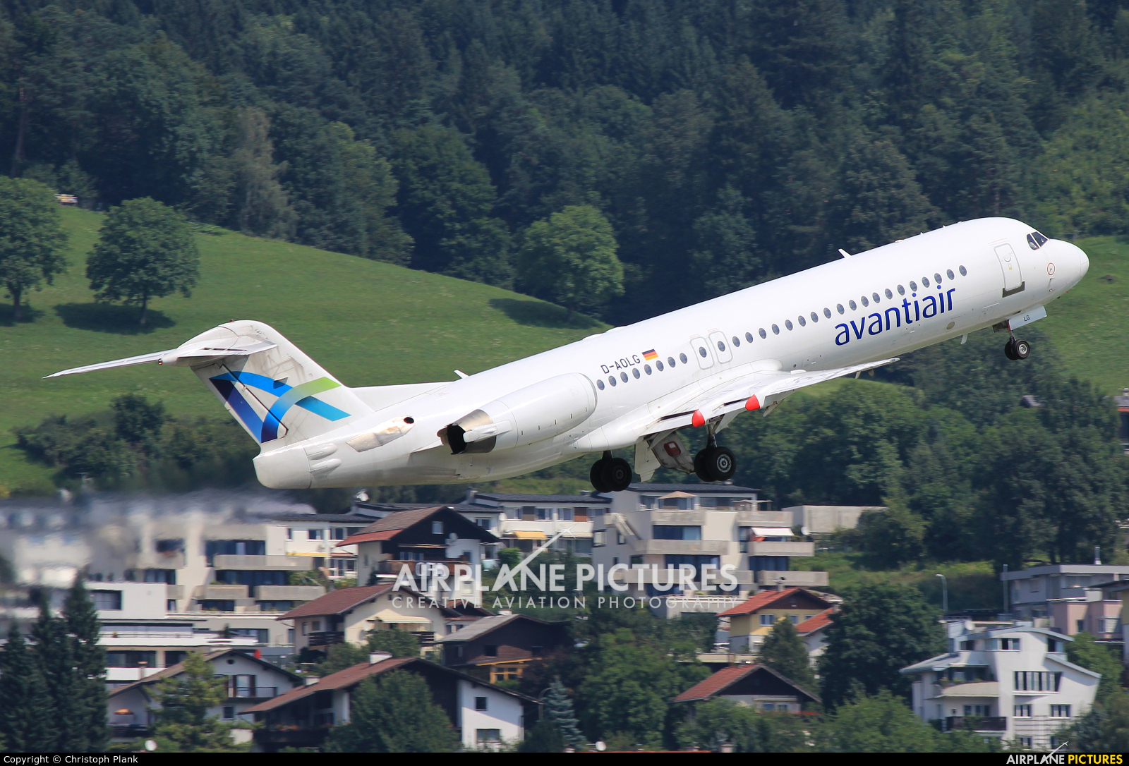 AvantiAir D-AOLG aircraft at Innsbruck