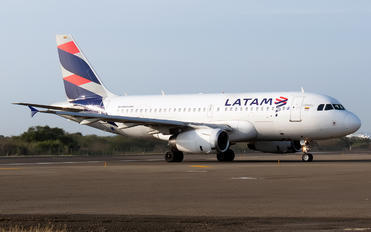CC-COY - LAN Airlines Airbus A319