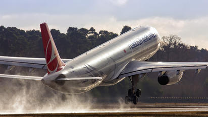 TC-JNN - Turkish Airlines Airbus A330-300