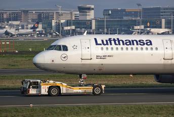 D-AISU - Lufthansa Airbus A321