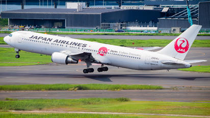 JA614J - JAL - Japan Airlines Boeing 767-300