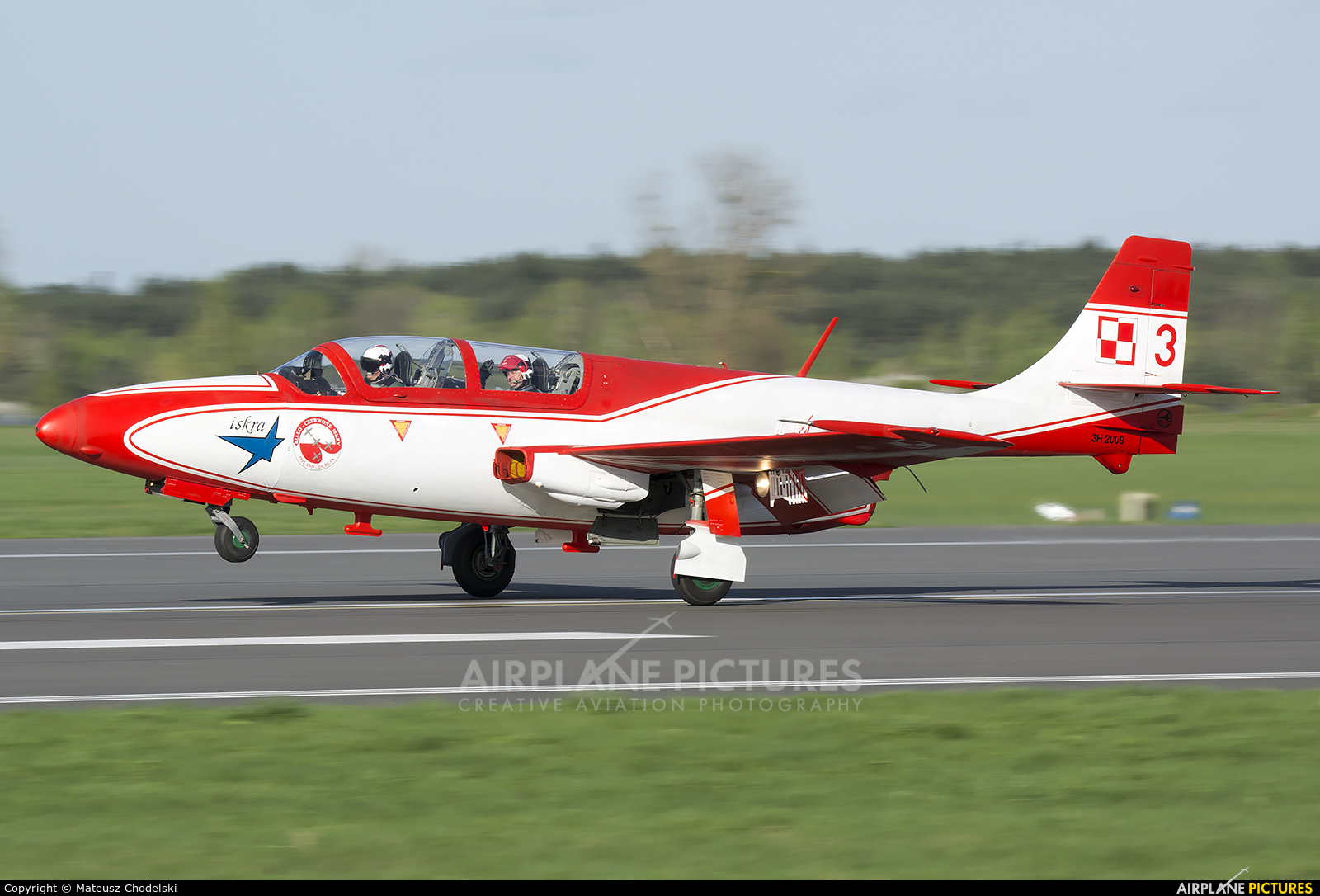Poland - Air Force: White & Red Iskras 3 aircraft at Dęblin