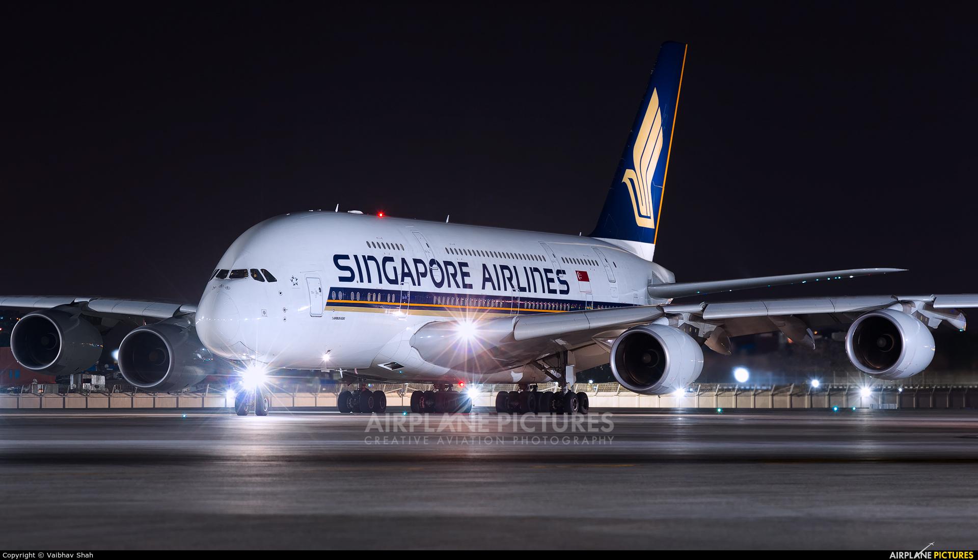 Singapore Airlines 9V-SKE aircraft at Mumbai - Chhatrapati Shivaji Intl