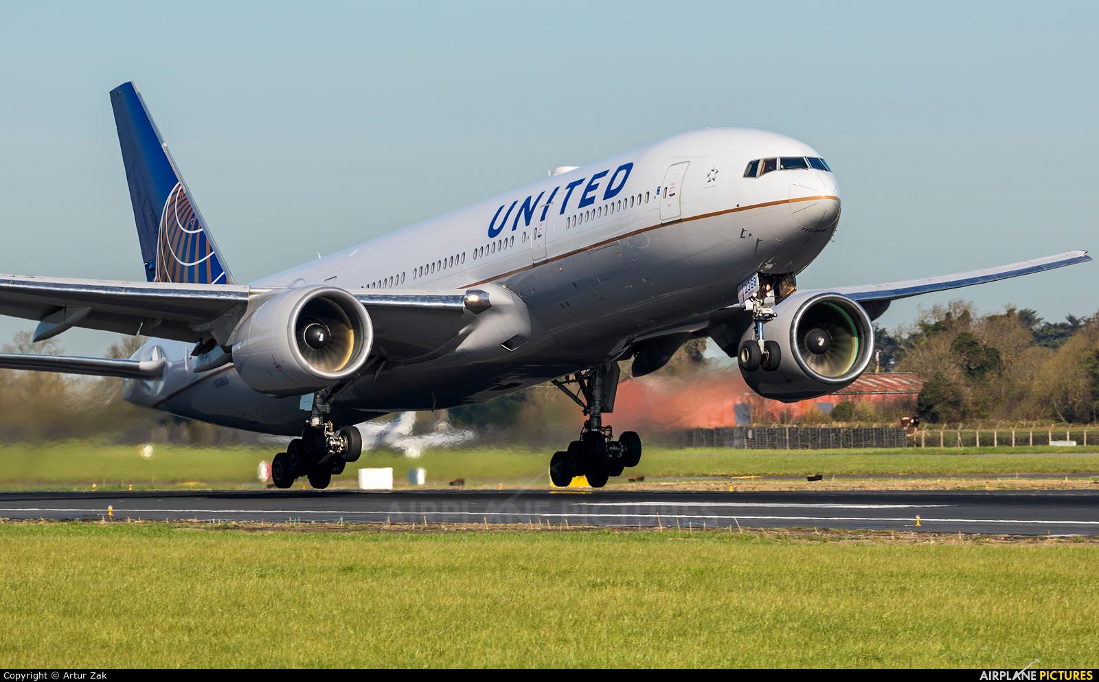 United Airlines N768UA aircraft at Dublin