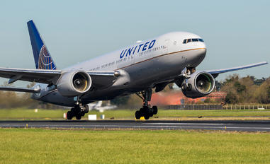 N768UA - United Airlines Boeing 777-200