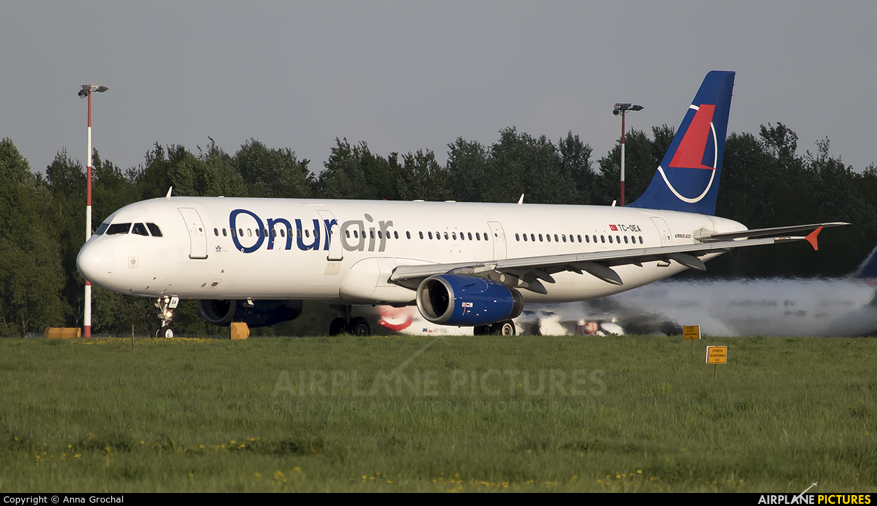 Onur Air TC-OEA aircraft at Warsaw - Frederic Chopin