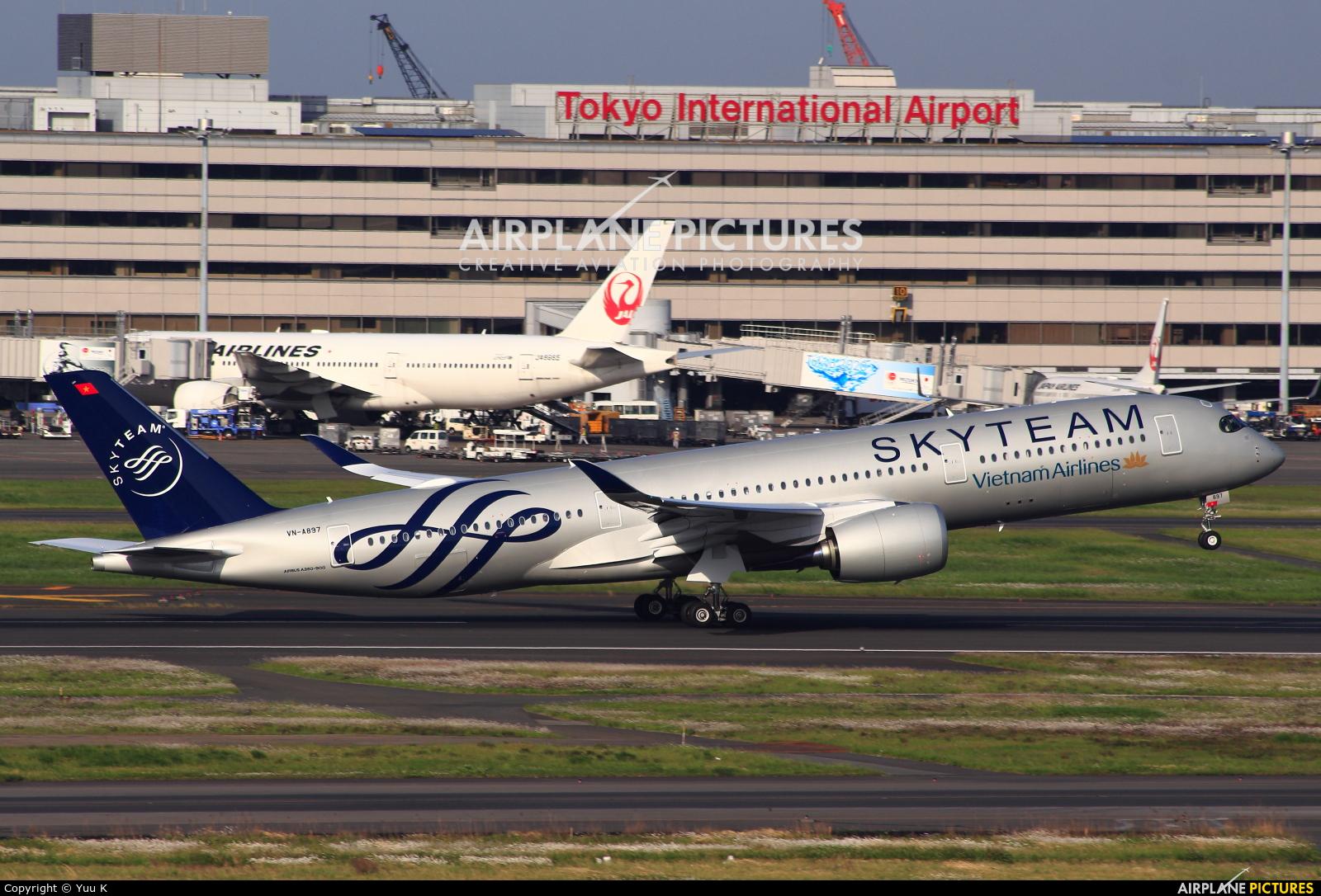 Vietnam Airlines VN-A897 aircraft at Tokyo - Haneda Intl