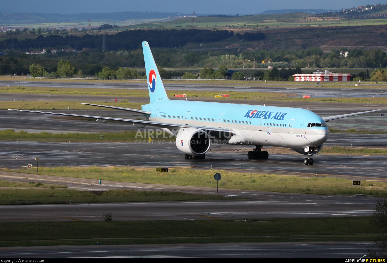 Korean Air HL8274 aircraft at Madrid - Barajas