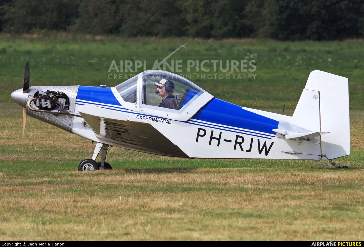 Private PH-RJW aircraft at Diest Schaffen