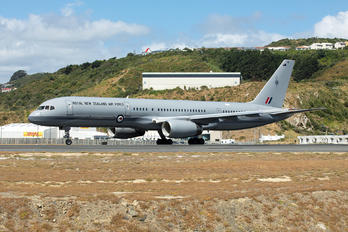 NZ7572 - New Zealand - Air Force Boeing 757-200