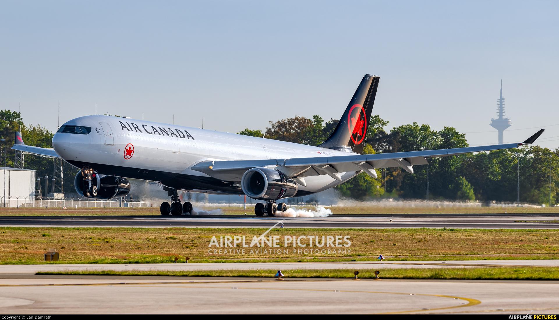 Air Canada C-GFAF aircraft at Frankfurt